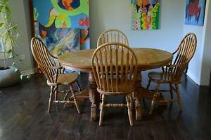 Gorgeous Mennonite table and 6 chairs
