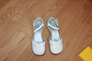 DRESS SHOES GIRLS WHITE  WITH SMALL HEEL SIZE 11/12
