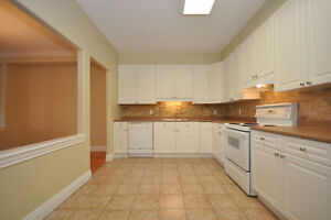 2 Beds - 2 Baths Condo for Rent: July 1, 2017