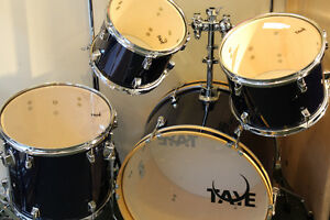 TAYE SPOTLIGHT DRUMS & STANDS