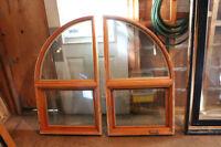 5 fenêtres en pin recouvert d'aluminium noir à l'extérieur