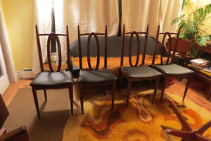 Four wonderful mid century modern Honderich dining chairs