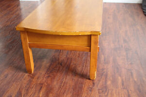 Broyhill Wood Coffee Table / Kneeling Desk With Large Drawers Peterborough Peterborough Area image 7
