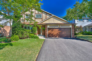 Beautifully-Renovated 4 Bedroom Family Home In Clarkson!