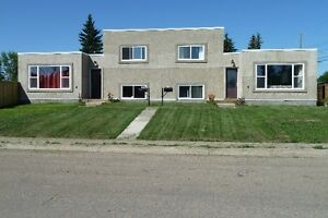 2 Bdrm, 2 Level Fully Furinshed Apartment Available Now