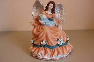 Royal Doulton, Guardian Angel, AN7408 (Angels of Harmony)