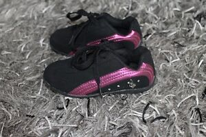5 PAIRS OF GIRL'S SHOES SIZE 8 & 9 ALL FOR $40 Kitchener / Waterloo Kitchener Area image 6