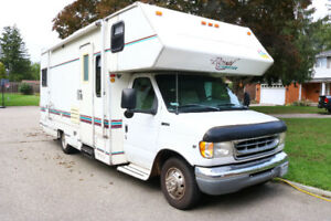 Beautiful 1998 Ford Royal Expedition Class C RV
