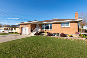 Approx. 5 acres, 2 homes, 2 shops in Beautiful Amherstburg! Windsor Region Ontario image 2