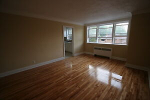 Old South Charm 1 Bed w/Hardwood Floors & Controlled Entry London Ontario image 2