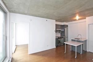 Quick Sale Griffintown ! Open concept  1 bedroom w/indoor garage