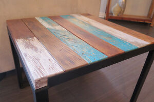 Table d'appoint en bois et acier