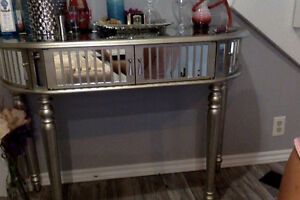 beautiful new mirror table for sale