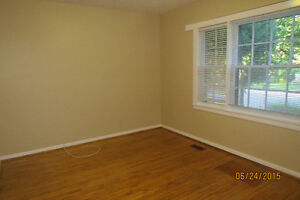 House for Rent Immediately - Excellent location for Students Kingston Kingston Area image 4