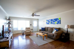Lovely 2 Bedroom Condo Available May 1st!