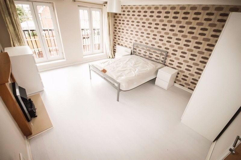 * Large Modern Double Room *