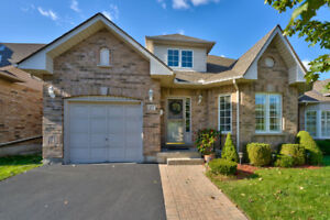 BURLINGTON DOWNTOWN CORE ~ DETACHED BUNGALOFT!
