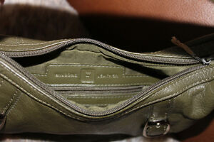 Khaki green 100% leather small purse ! Gatineau Ottawa / Gatineau Area image 4