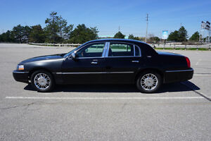 2008 Lincoln Town Car Signature Sedan....Many New Parts