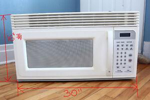 Four micro-ondes avec Hotte