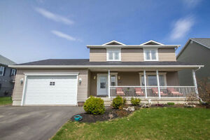 WELL MAINTAINED HOME IN FANTASTIC NEIGHBOURHOOD