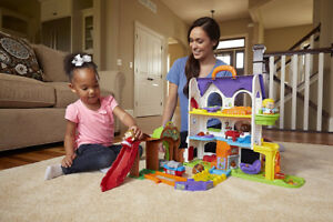 Brand New Doll House with Sounds Light and Movement