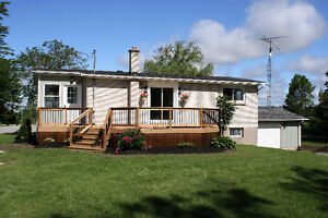 Newly Renovated 2+1 Bedroom Bungalow!