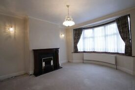 3 bedroom house in Nether Street, Finchley, N12