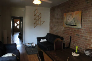Double room available in great 7 1 / 2 Plateau Mont Royal !