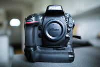 Nikon D800 36MP Body with Grip 4 batteries and 2 CF cards