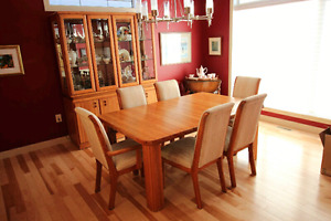 Solid Oak Dining Table, Hutch & 6 Chairs - Complete Set