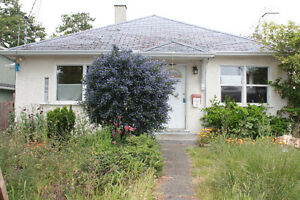 """""""""""""""Hot New Listing"""""""""""" House For Sale Oakland Victoria, downtown"""