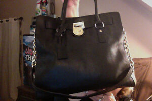 Authentic Leather Michael Kors handbag in Excellent Condition