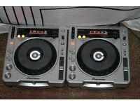 Pioneer cdj 800's mk2 +Berringer djm 300 mixer