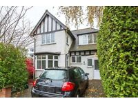 4 bedroom house in North Crescent, London, N3