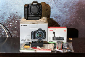 Canon 5D Mark II with OEM battery grip with full box 22k shutter