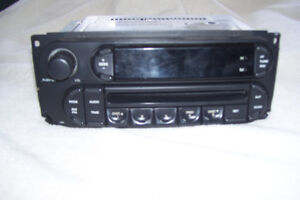 2005 CHRYSLER AM & FM RADIO WITH CD CAR OR TRUCK