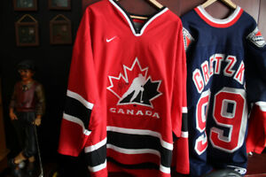 Signed Wayne Gretzky NYR Jersey,Sidney Crosby Signed Team Canada