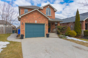 9 Valridge Court - Ancaster. Stunning 4 Bedroom Home For Sale