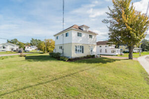 Rare find property with water view: 34 Riverside DR, Shediac
