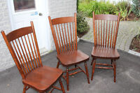 1 BEAUTIFUL WOOD CHAIRS. EXCELLENT CONDITION!!