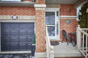 2 Bed / 2 Bath Upgraded Free Hold Bungalow Town Home
