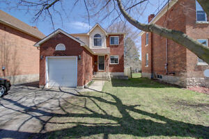 Quaint Family Home near Kelso Beach with a great yard! MUST SEE!