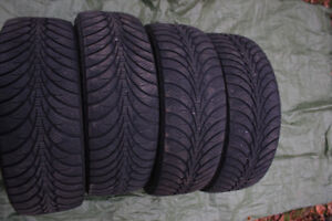 4 Like New Good Year Ultra Grip Winter Tires 225 60 R16.