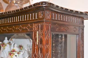 Beautiful Hand-Carved Antique Armoire/Bookcase West Island Greater Montréal image 2