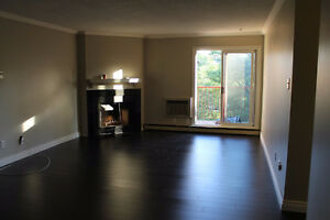 Spacious 1000 sq ft 2 Bedroom condo in Glen Abbey Oakville