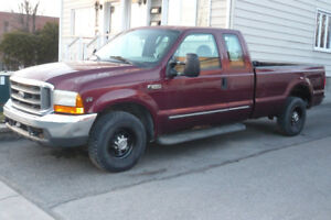 2000 Ford F250 XLT Super Duty 2x4, 5 Passenger,  8' Bed