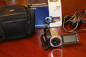 SONY HANDYCAM DCR-SR45 IN PERFECT CONDITION West Island Greater Montréal image 4