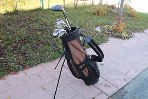 TAYLORMADE RIGHT HAND GOLF CLUB SET WITH BAG Kitchener / Waterloo Kitchener Area image 1