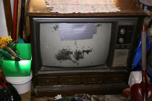 Old Electrohome TV. Non Functional. Good for parts/ Wood Cabinet